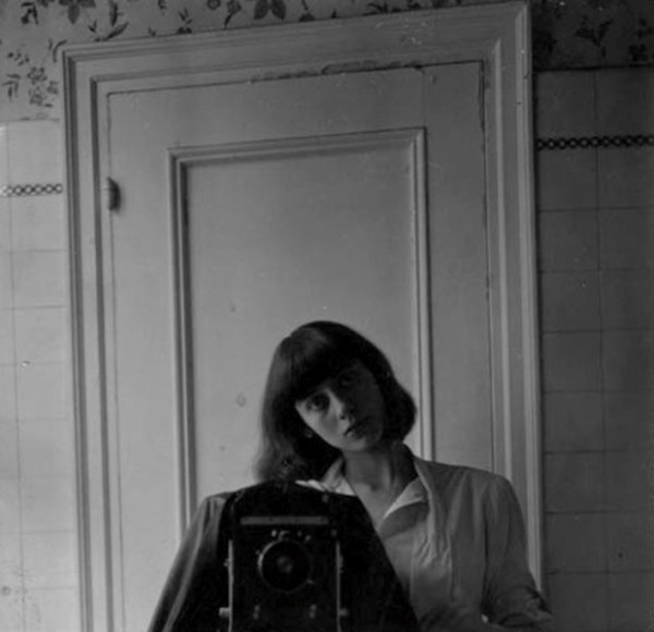 diane-arbus-self-portrait-1945 (1)